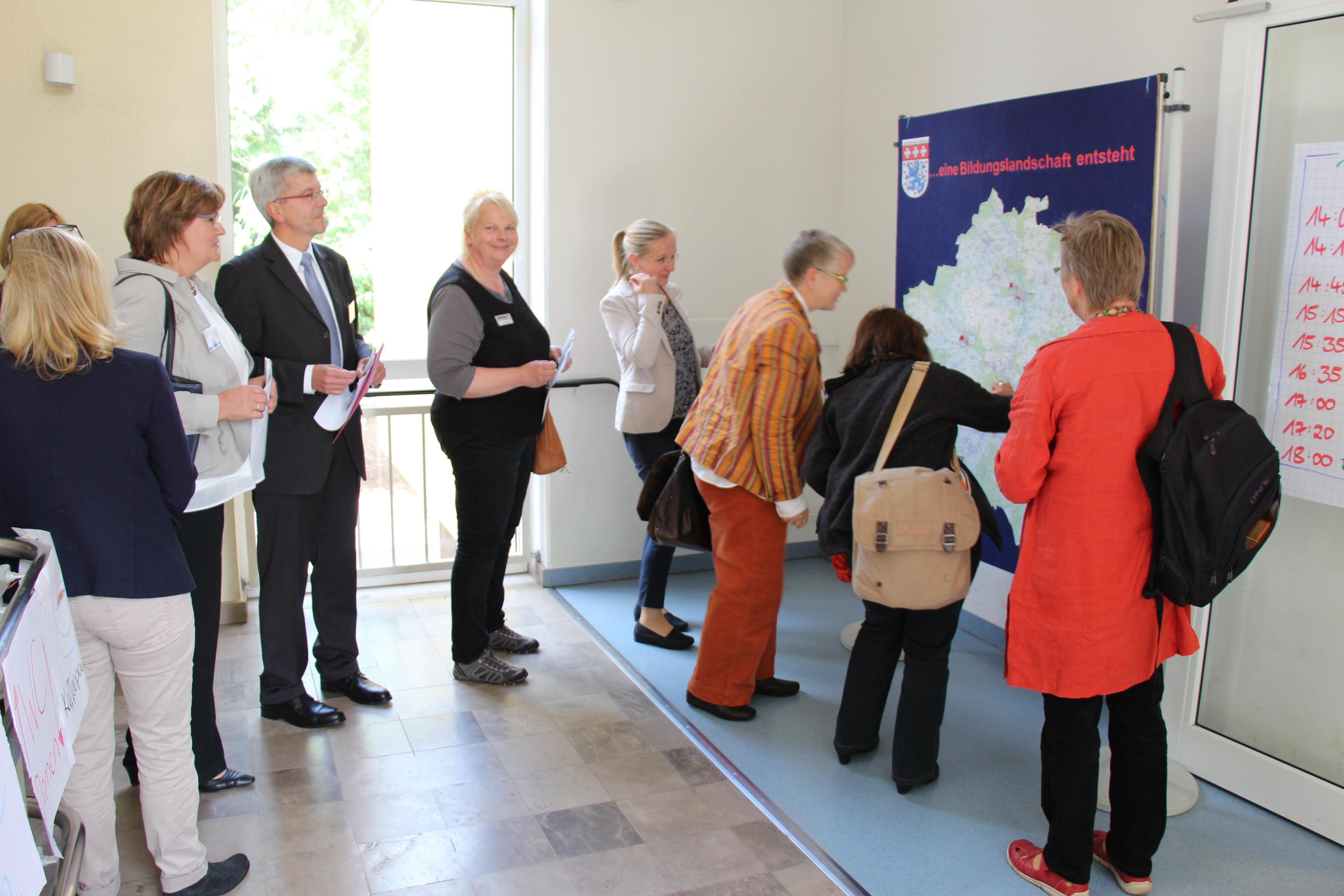 Pinnwand des Landkreises zur Standortangabe der Teilnehmer